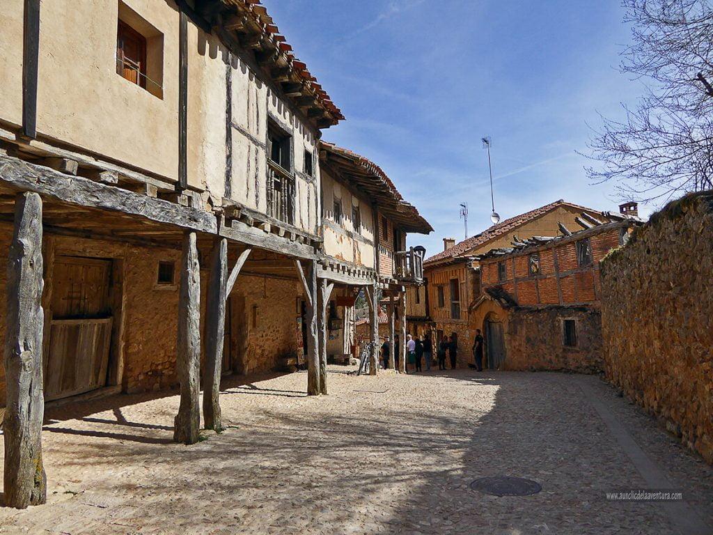 Soportales de la calle principal de Calatañazor