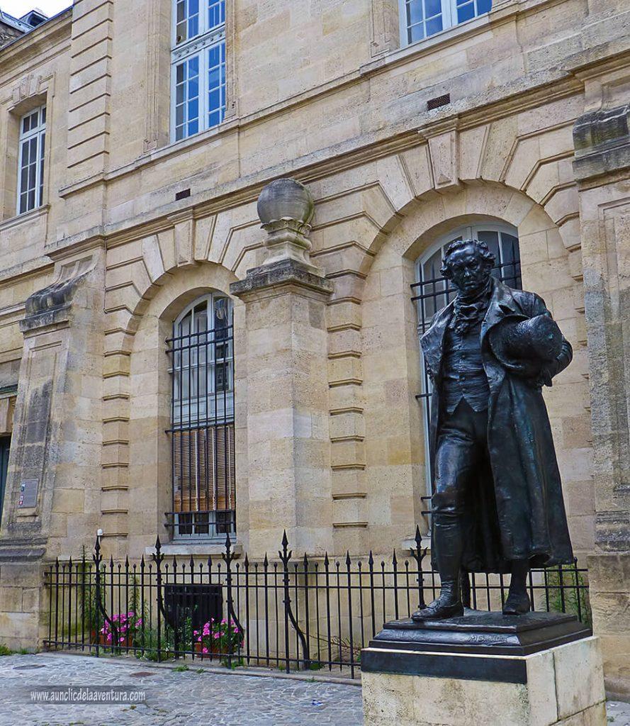 Estatua de Francisco de Goya - que ver en Burdeos