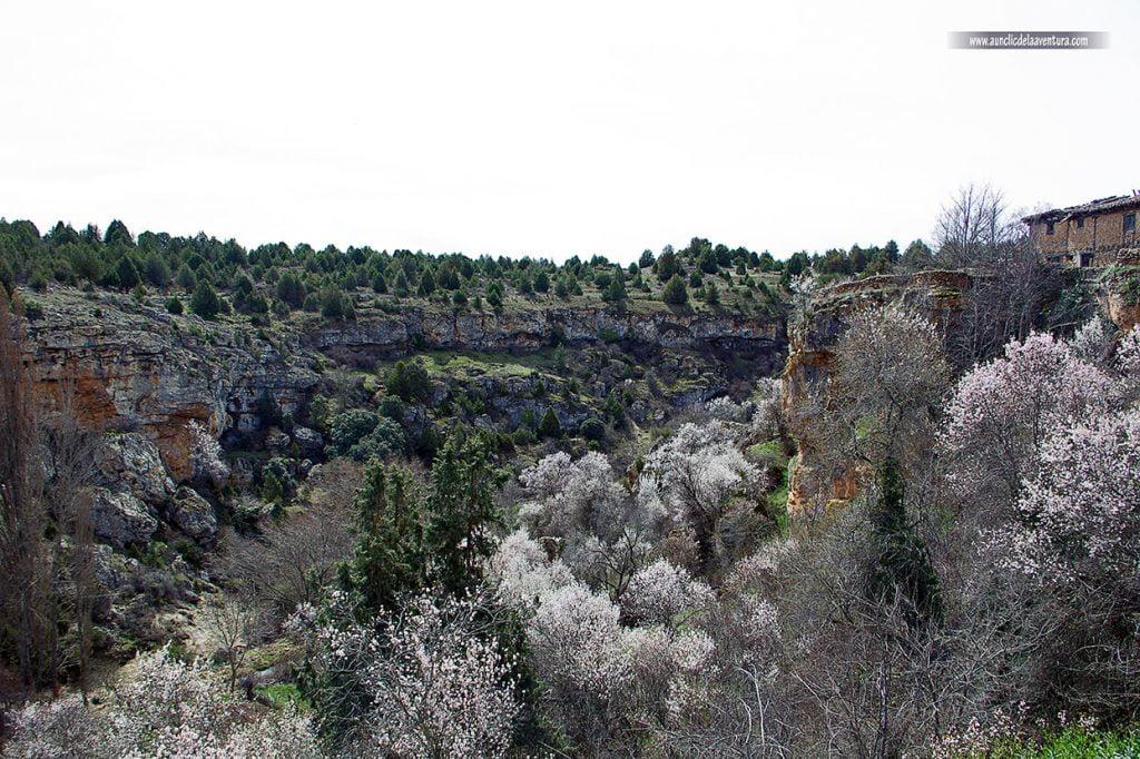 Vista desde el pueblo de la hoz que forma el río Abión, Calatañazor