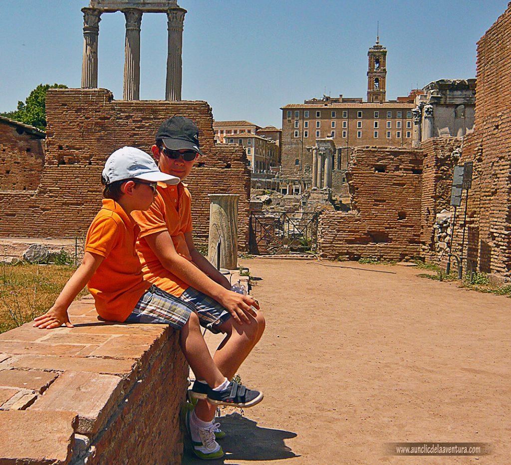 Bajo el sol en el Foro - Consejos para visitar Roma