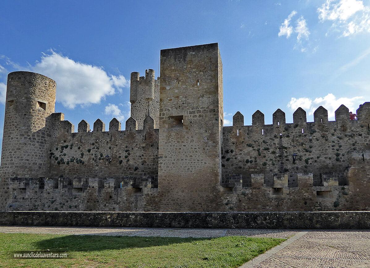 Exterior del Castillo de los Velasco de Frías