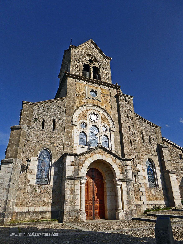 Fachada principal de la Iglesia de San Vicente de Frías