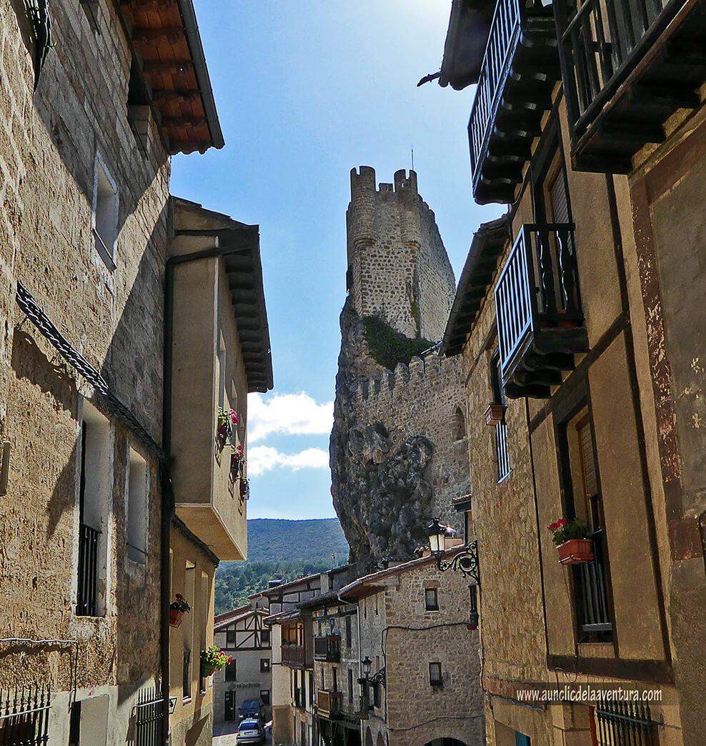Vista de la Torre del Castillo desde la villa de Frías