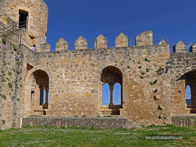 Zona donde se encontraba la vivienda con ventanas románicas del Castillo de Frías