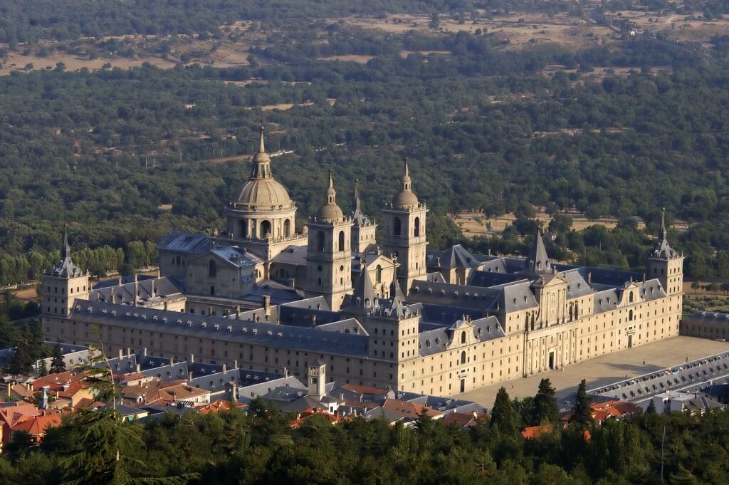 Monasterio de San Lorenzo del Escorial - excursiones a menos de una hora de Madrid