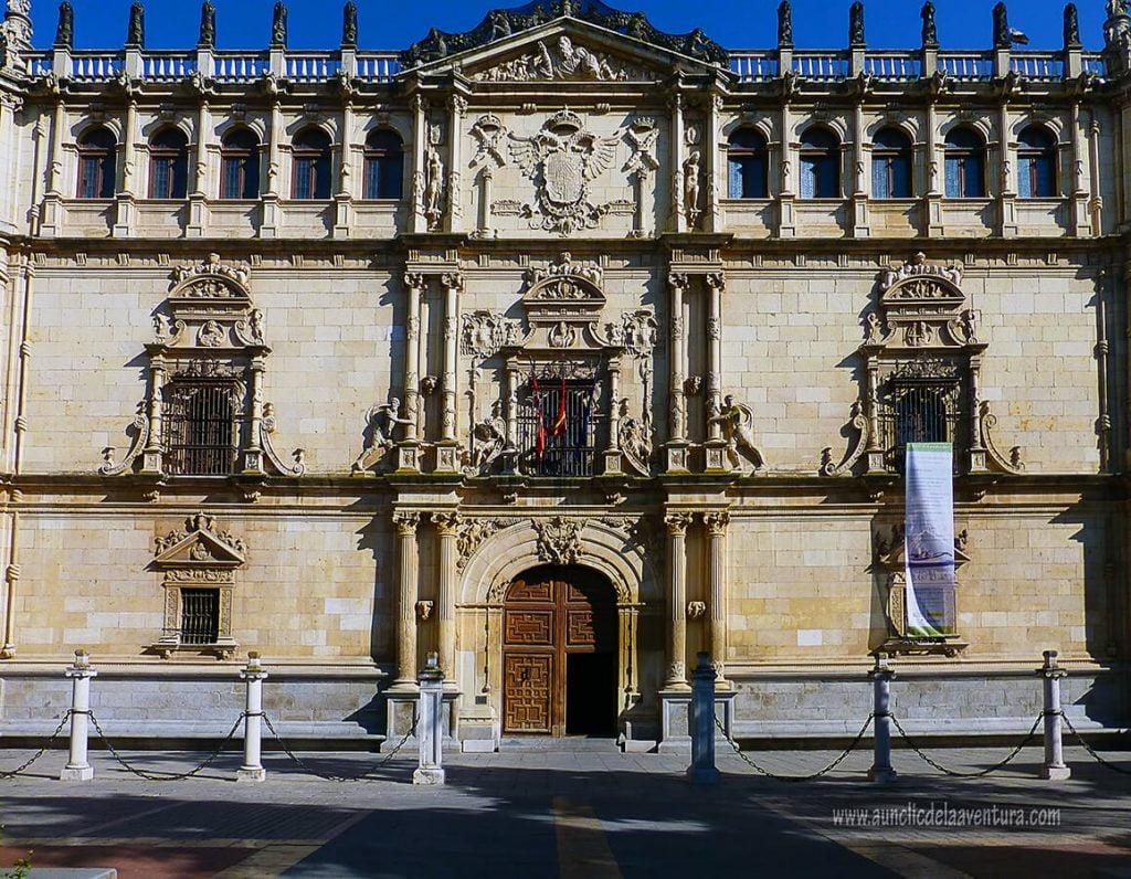 Colegio de San Ildefonso (Universidad de Alcalá de Henares) - excursiones a menos de una hora de Madrid