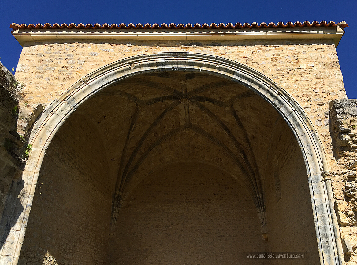 Bóveda de crucería de la iglesia de Siero - ruta desde Valdelateja hasta la ermita de Castrosiero