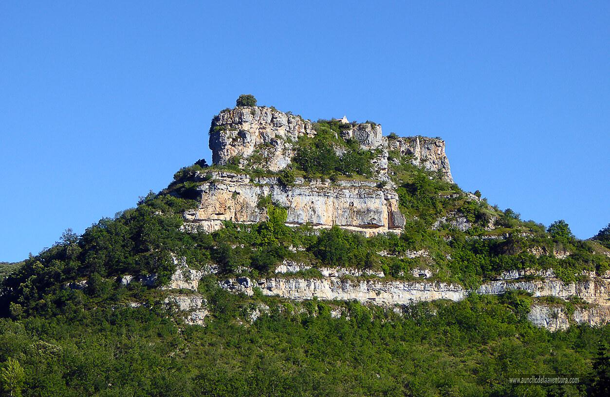Castrosiero con la ermita de las Santas Elena y Centola - ruta desde Valdelateja hasta la ermita de Castrosiero