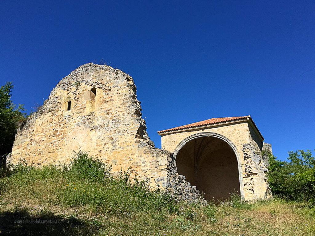 Restos de la iglesia de Siero - ruta desde Valdelateja hasta la ermita de Castrosiero