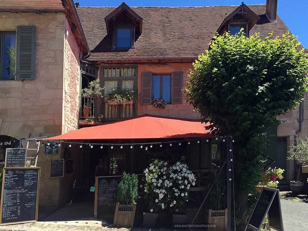 Restaurante con todas las opciones de menú a la entrada - viajar a Francia
