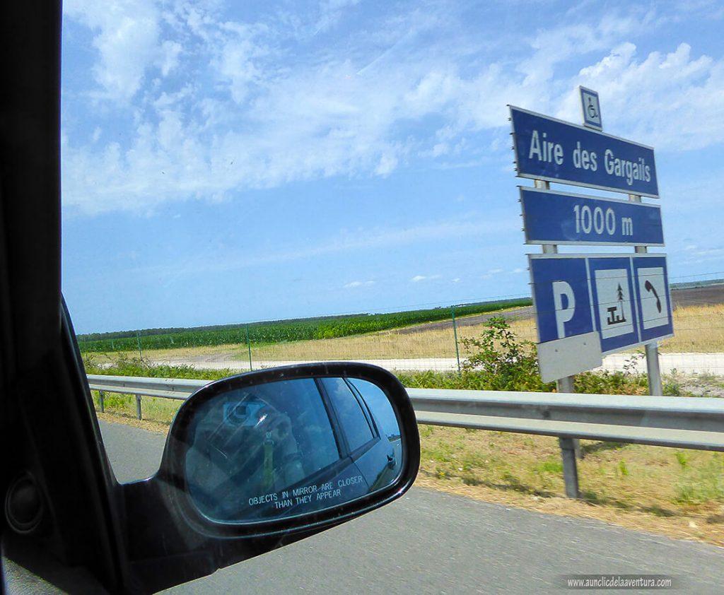 Señalización en la autopista de un área de servicio - viajar a Francia