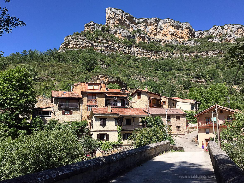 Vista de Valdelateja desde el puente - ruta desde Valdelateja hasta la ermita de Castrosiero