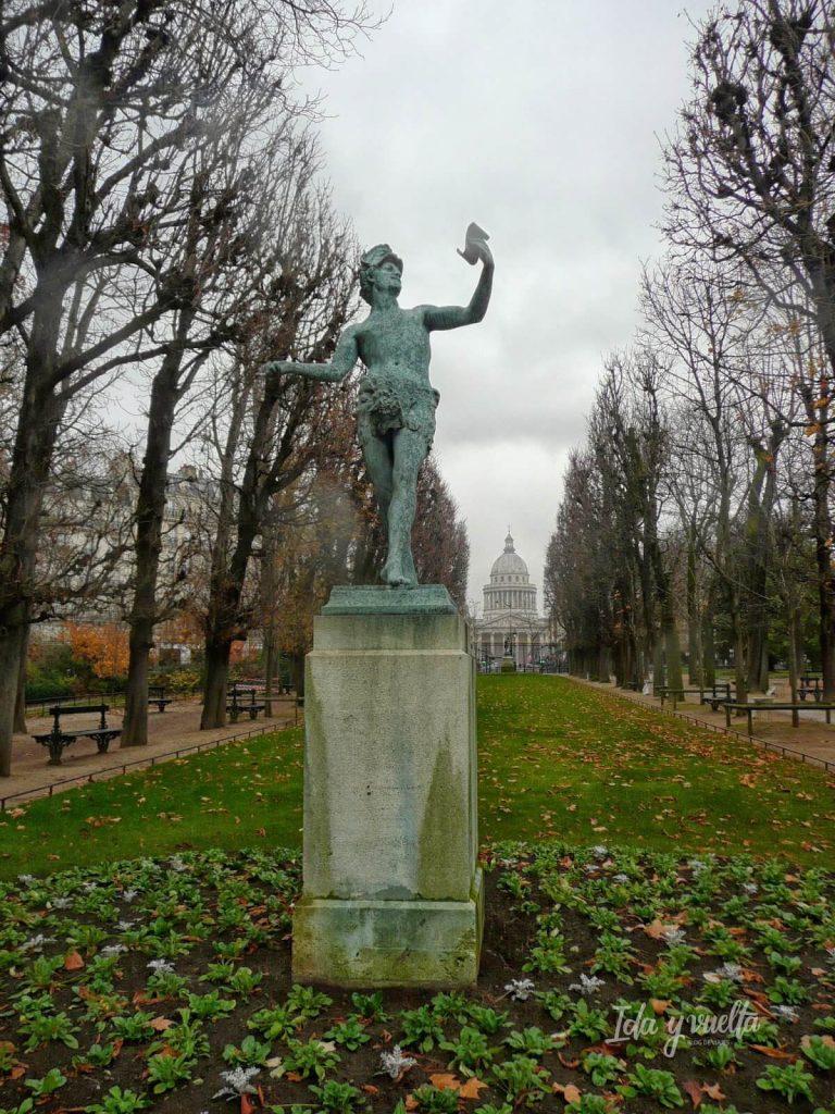 """Estatua de """"El actor griego"""" en los Jardines de Luxemburgo"""