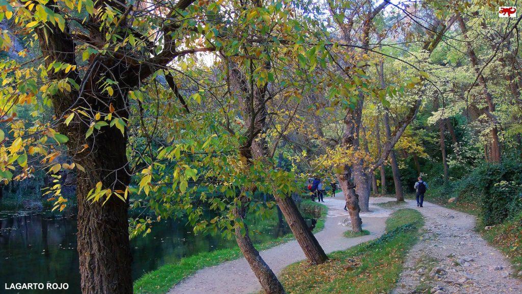 Paseando por el Monasterio de Piedra - escapadas de otoño en España