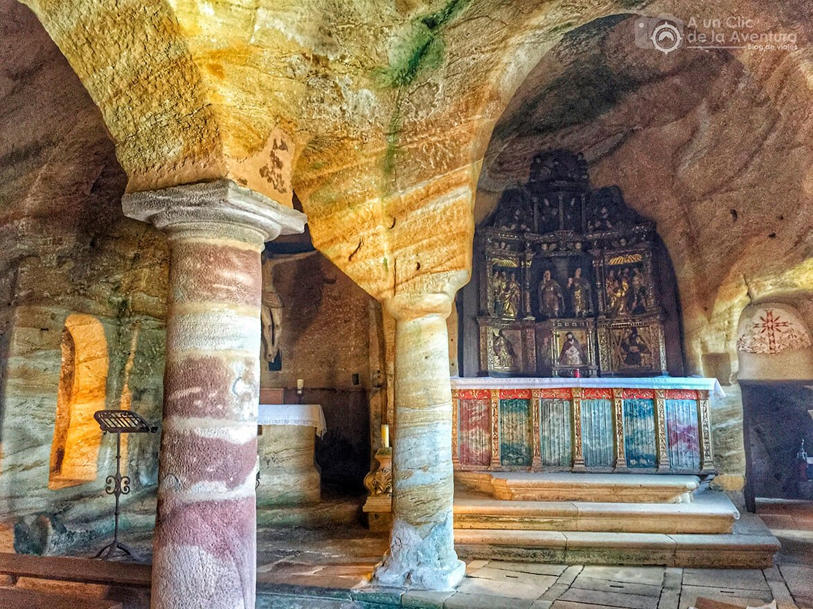 Altar con retablo plateresco del siglo XVI de Olleros de Pisuerga