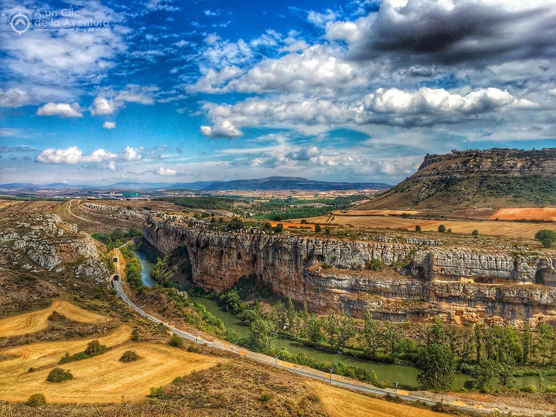 Cañón de la Horadada con el río Pisuerga y la vía del tren junto a Olleros de Pisuerga