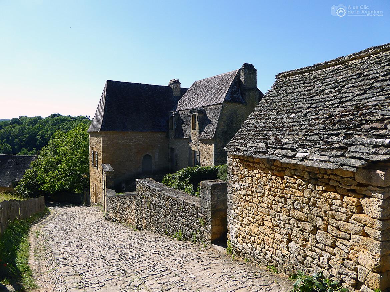 Calle empedrada de Beynac-et-Cazenac- visitarCastelnaud y Beynac-et-Cazenac