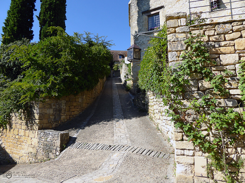 Subida hacia el castillo de Beynac- visitarCastelnaud y Beynac-et-Cazenac