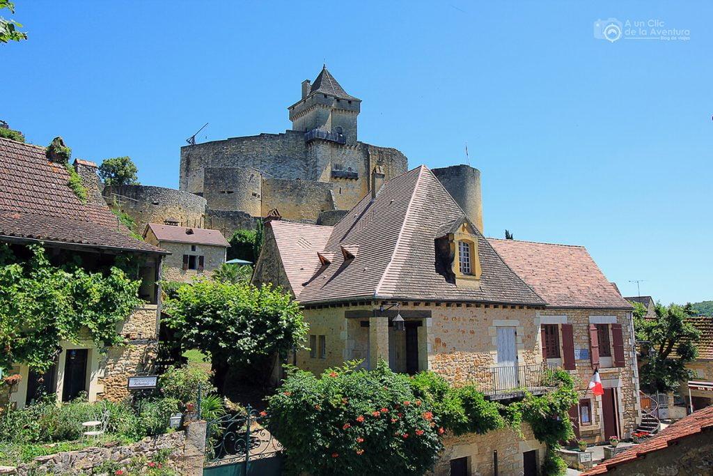 Vista del Castillo de Castelnaud desde el pueblo- visitarCastelnaud y Beynac-et-Cazenac