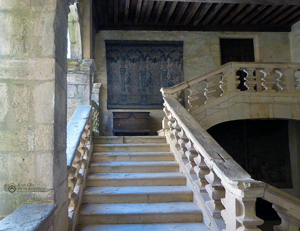 Escalera interior del siglo XVI del Castillo de Beynac- visitarCastelnaud y Beynac-et-Cazenac