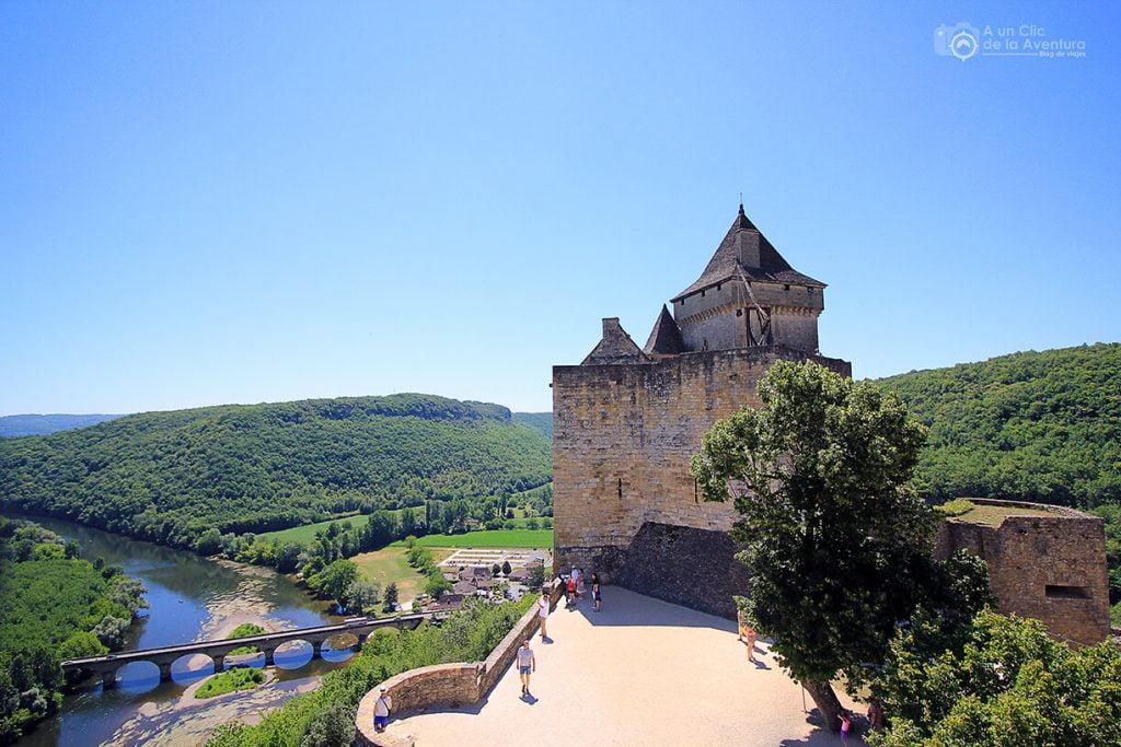 Terraza del Castillo sobre el río Dordoña- visitarCastelnaud y Beynac-et-Cazenac