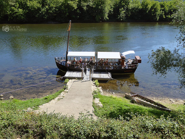 Embarcadero de gabarras en el río Dordoña