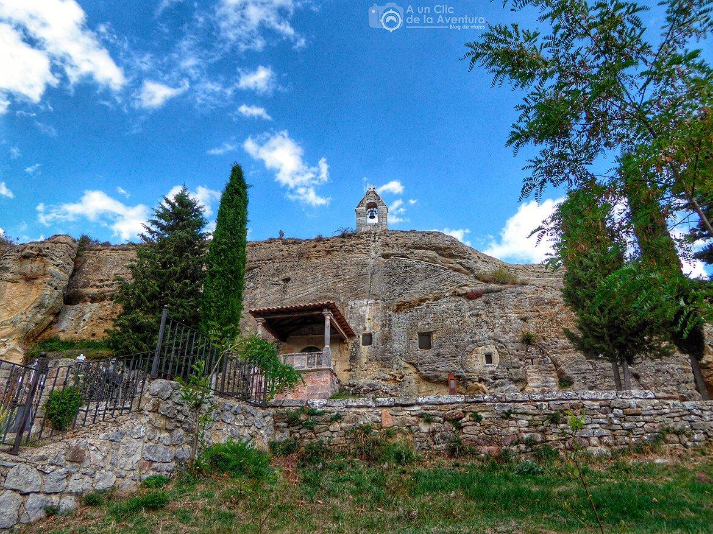 Olleros de Pisuerga : una iglesia excavada en la roca y un castro cántabro