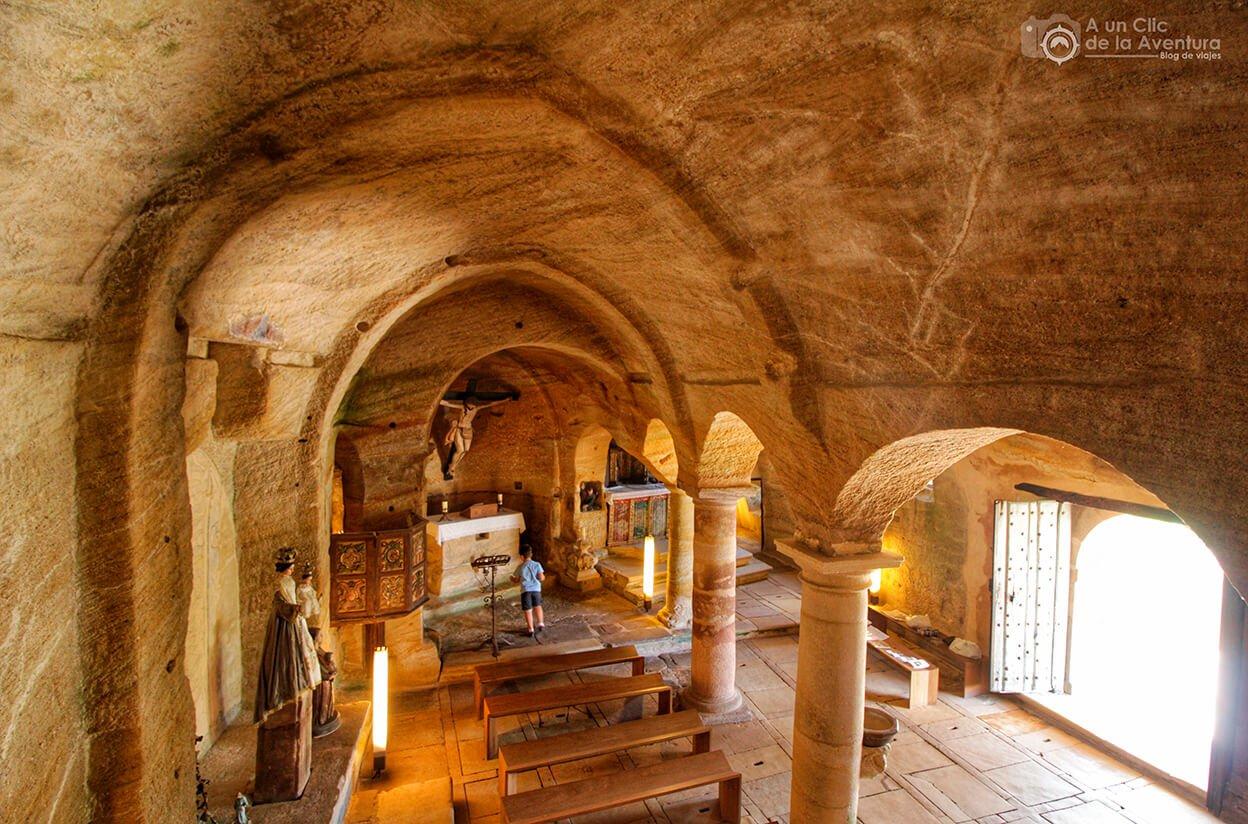 Vista de la iglesia rupestre de los Santos Justo y Pastor de Olleros de Pisuerga desde el coro superior