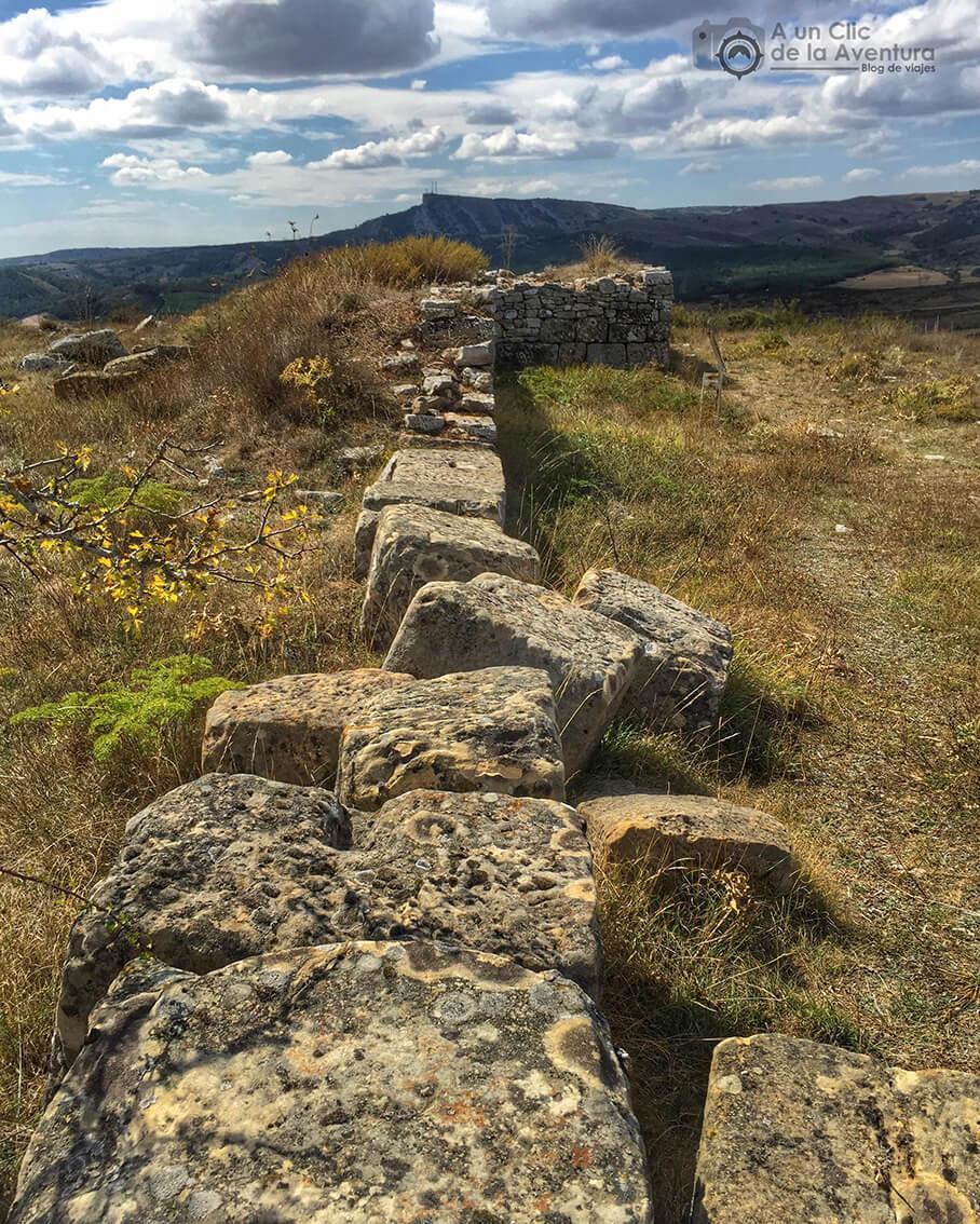 Restos de la muralla tardorromana cerca de Olleros de Pisuerga