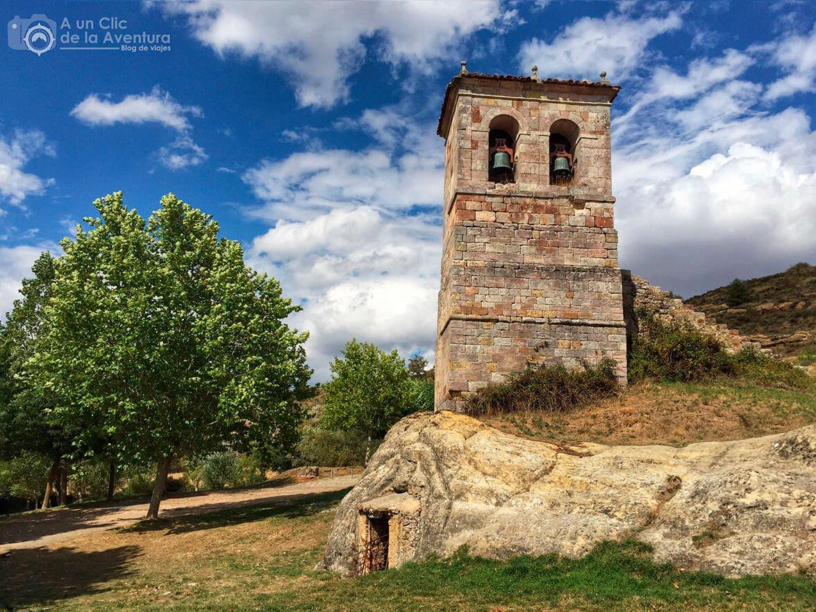 Torre-campanario del siglo XVII de Olleros de Pisuerga