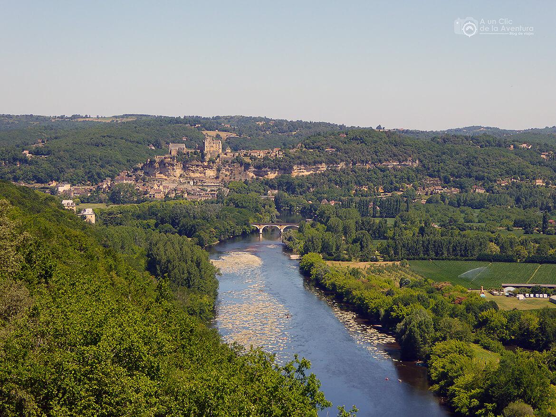 Vista del Valle del Dordoña con el pueblo de Beynac-et-Cazenac al fondo- visitarCastelnaud y Beynac-et-Cazenac