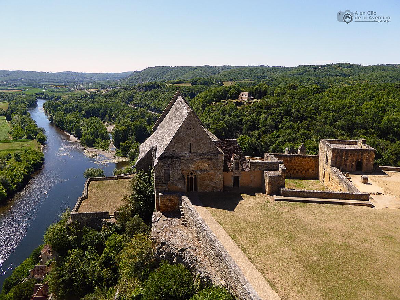 Vista de la capilla señorial y del Valle del Dordoña