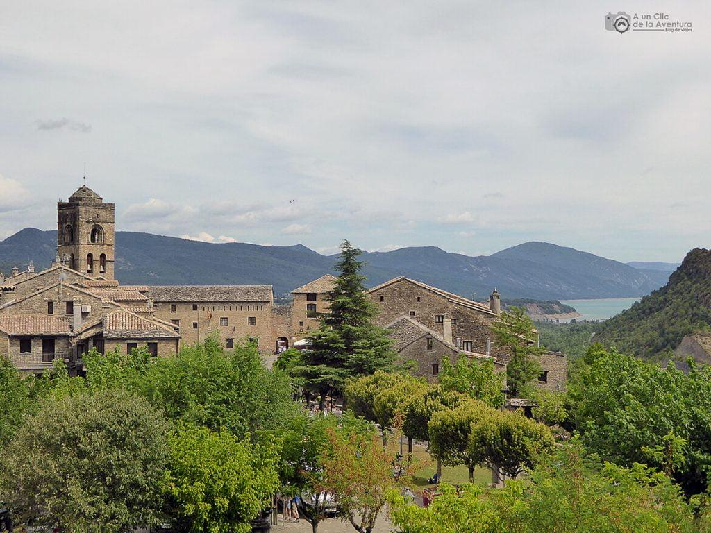 Vista de Aínsa desde el Castillo