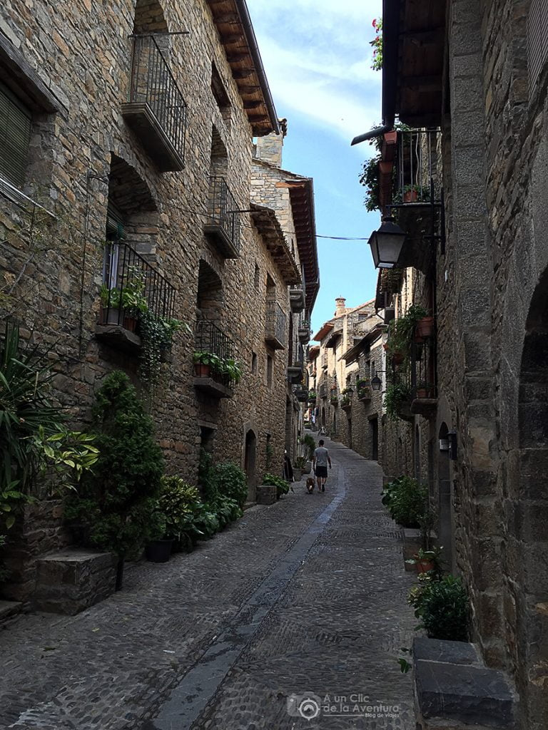 Calle Santa Cruz de Aínsa