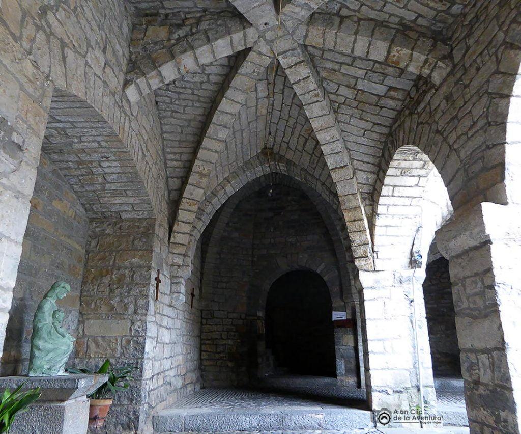 Claustro de la Iglesia de Santa María de Aínsa