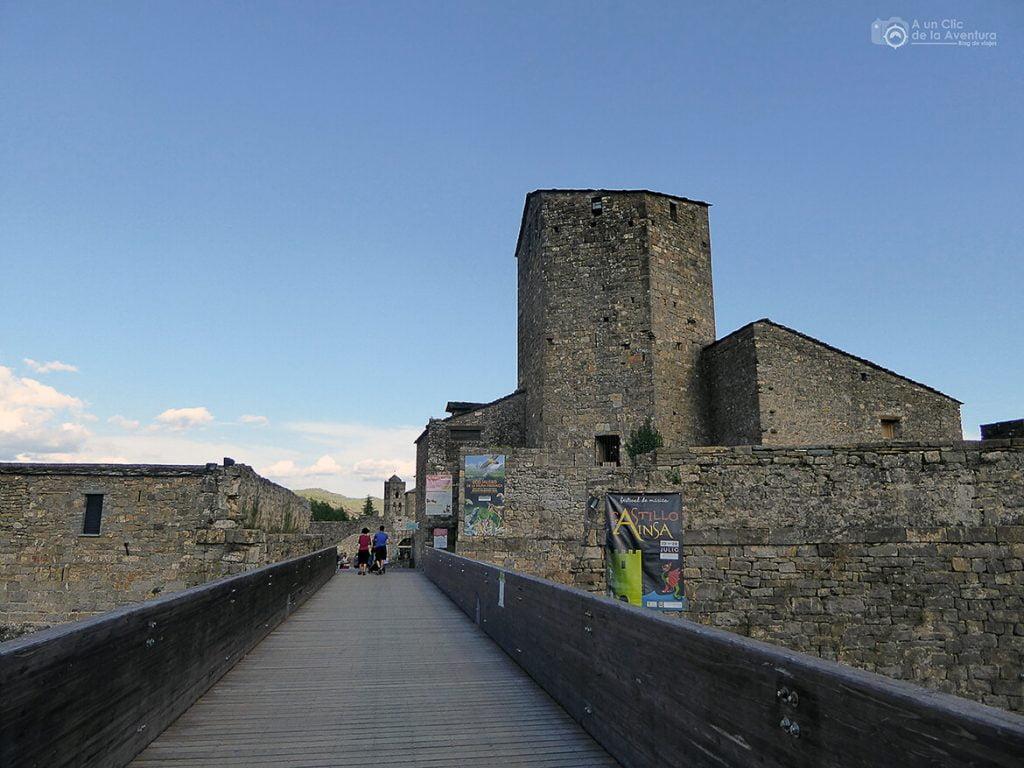 Entrada al Castillo de Aínsa