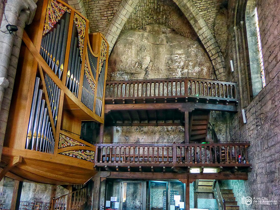 Órgano y coro de dos niveles de la Iglesia de San Salvador