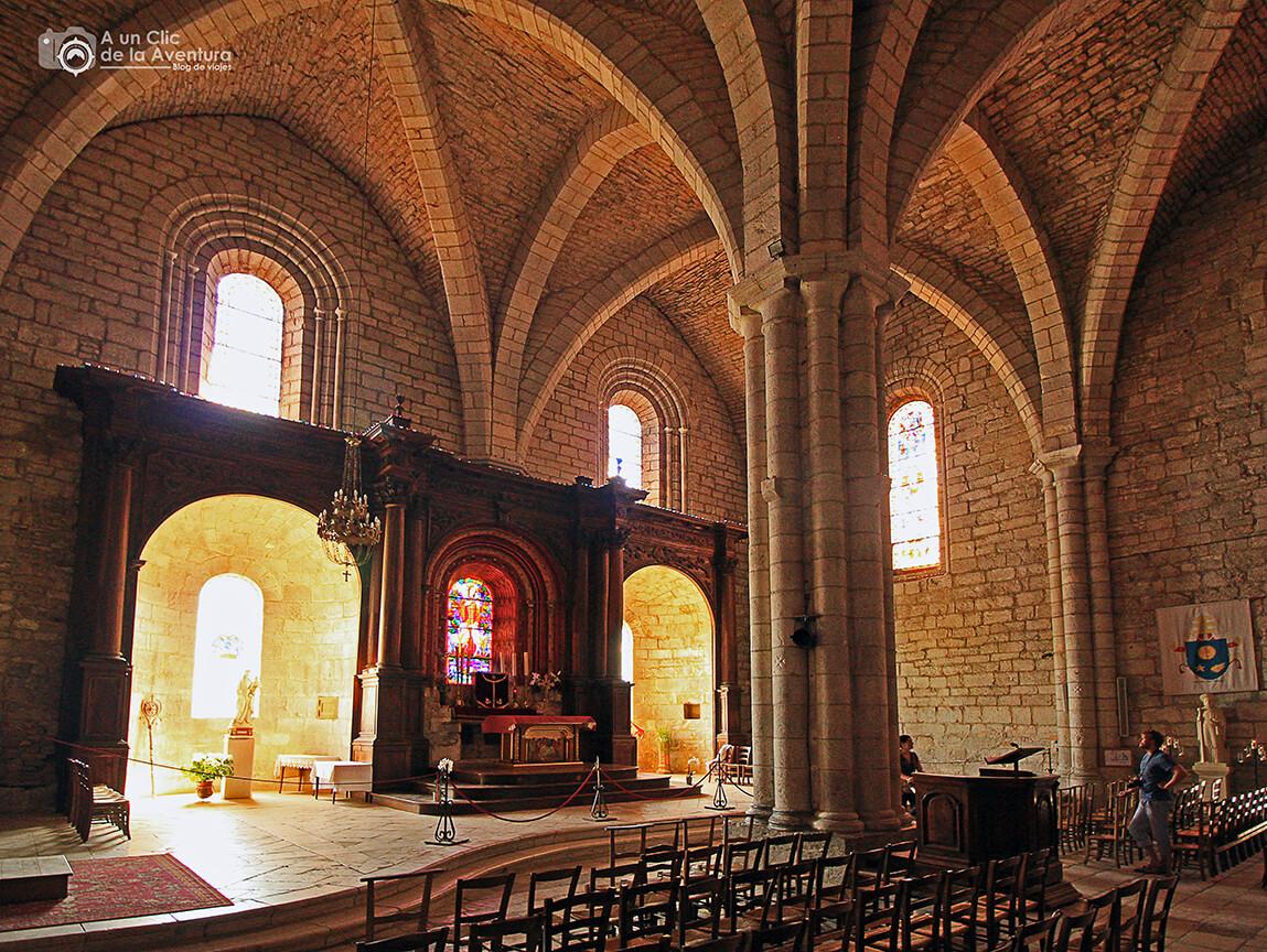 Interior de la Iglesia de San Salvador - Qué visitar en Rocamadour