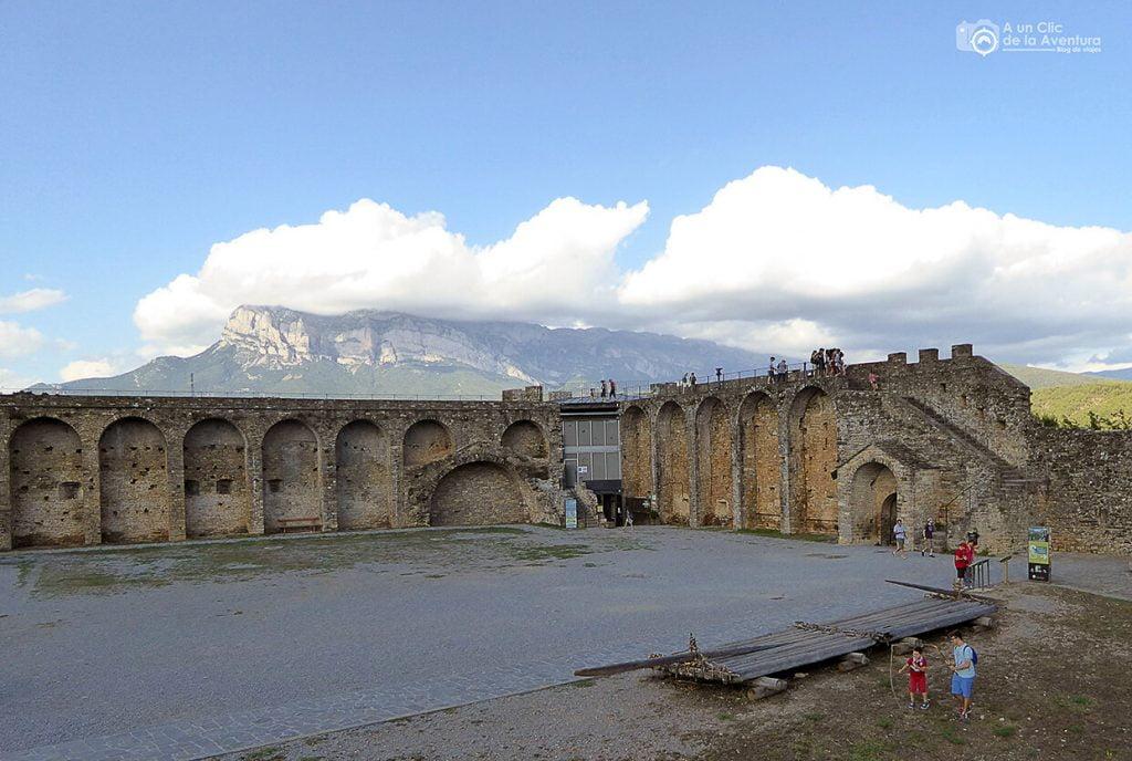 Recinto del Castillo de Aínsa