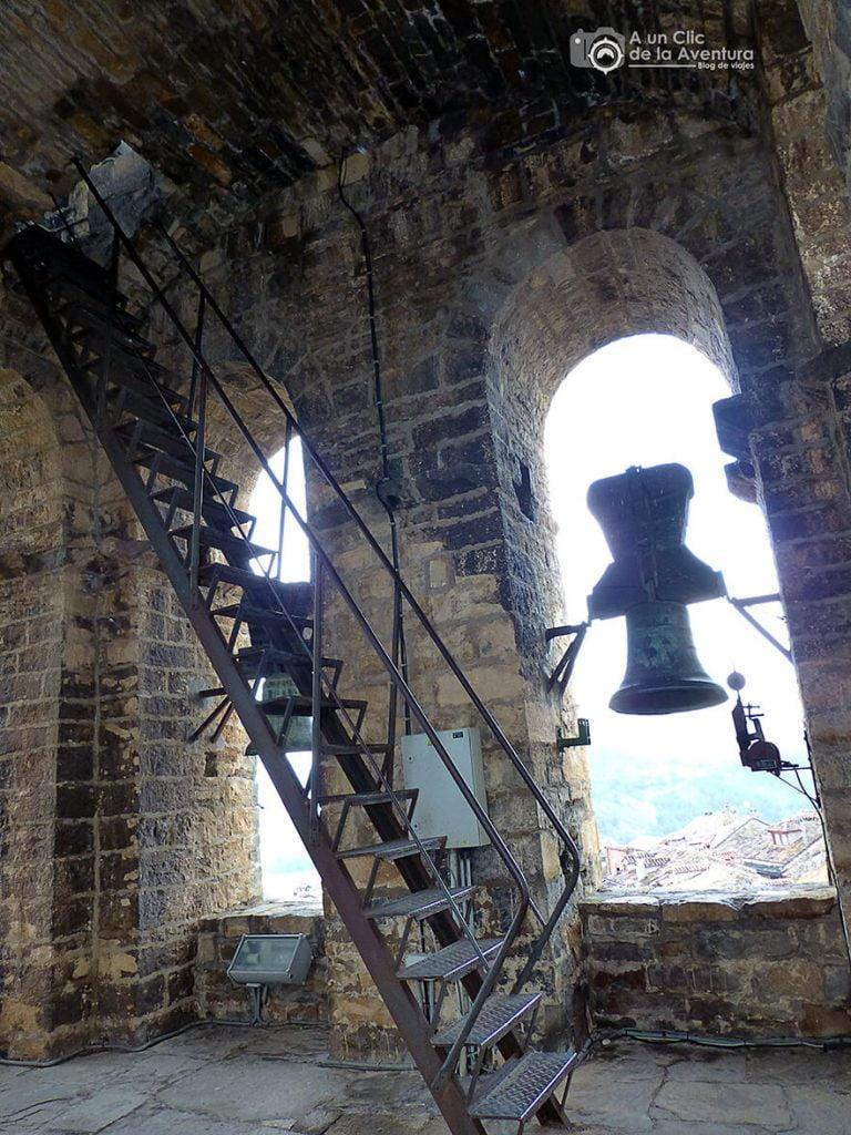 Interior del campanario de la iglesia de Aínsa