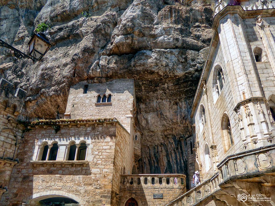 En la roca que se encuentra en el centro de la foto se encuentra en la espada Durandal