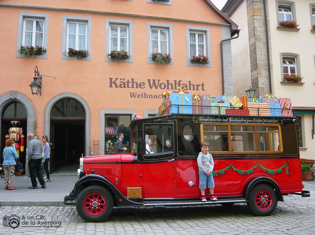 Furgoneta de reparto de regalos de la tienda Käthe Wohlfahrt- qué ver en Rothenburg ob der Tauber