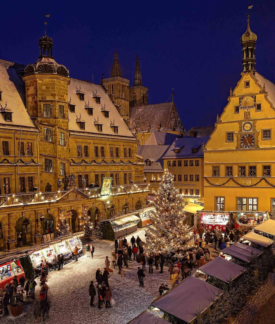 Mercado de Navidad en la Marktplatz. Foto de W.Pfitzinger en Rothenburg Tourism