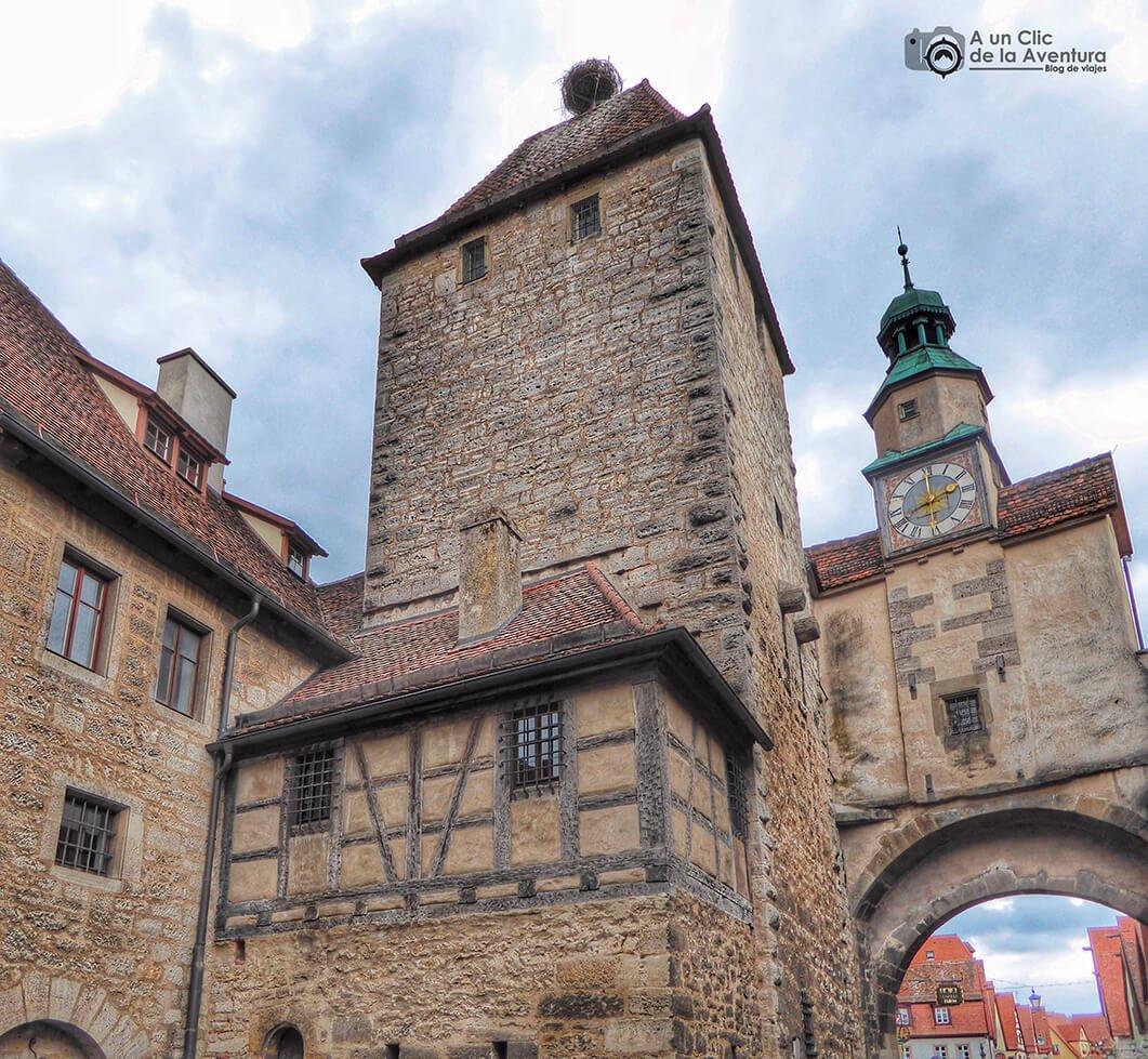 Vista posterior del Arco de Röder y Torre de San Marcos - cómo visitar Rothenburg ob der Tauber
