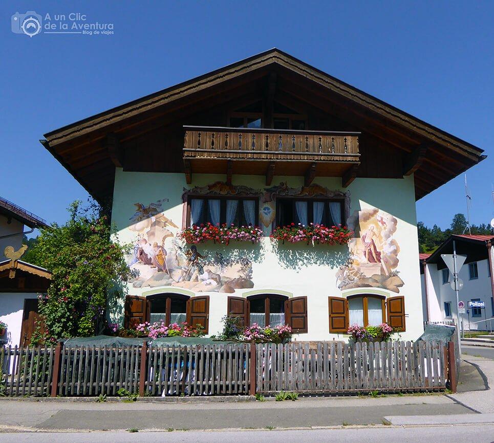 Lüftlmalerei de una casa en Mittenwald