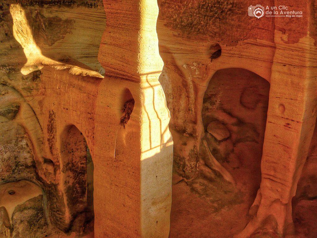 Interior del eremitorio de San Miguel de Presillas - qué ver en las Merindades de Burgos