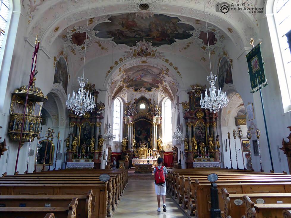 Interior de la iglesia de San Pedro y San Pablo Mittenwald
