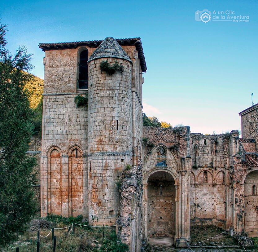 Restos de la torre y ábside del Monasterio de San Pedro de Arlanza en el Valle del Arlanza