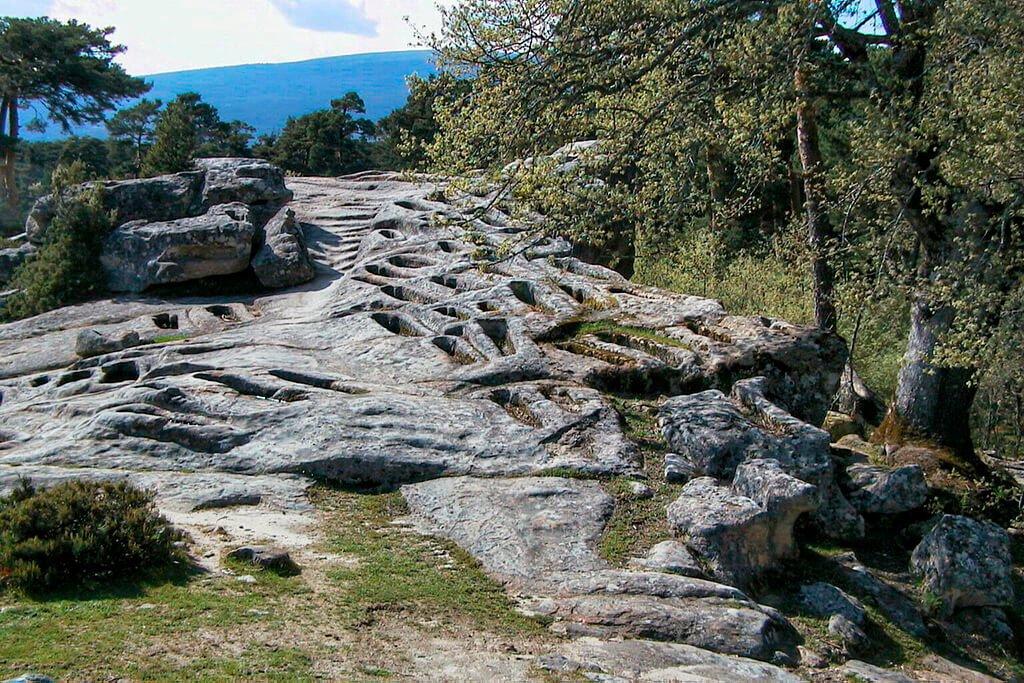 Necrópolis de Cuyacabras - qué ver y hacer en la Sierra de la Demanda de Burgos