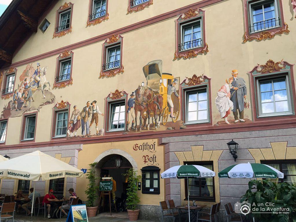 Fachada y terraza del Post Hotel de Mittenwald